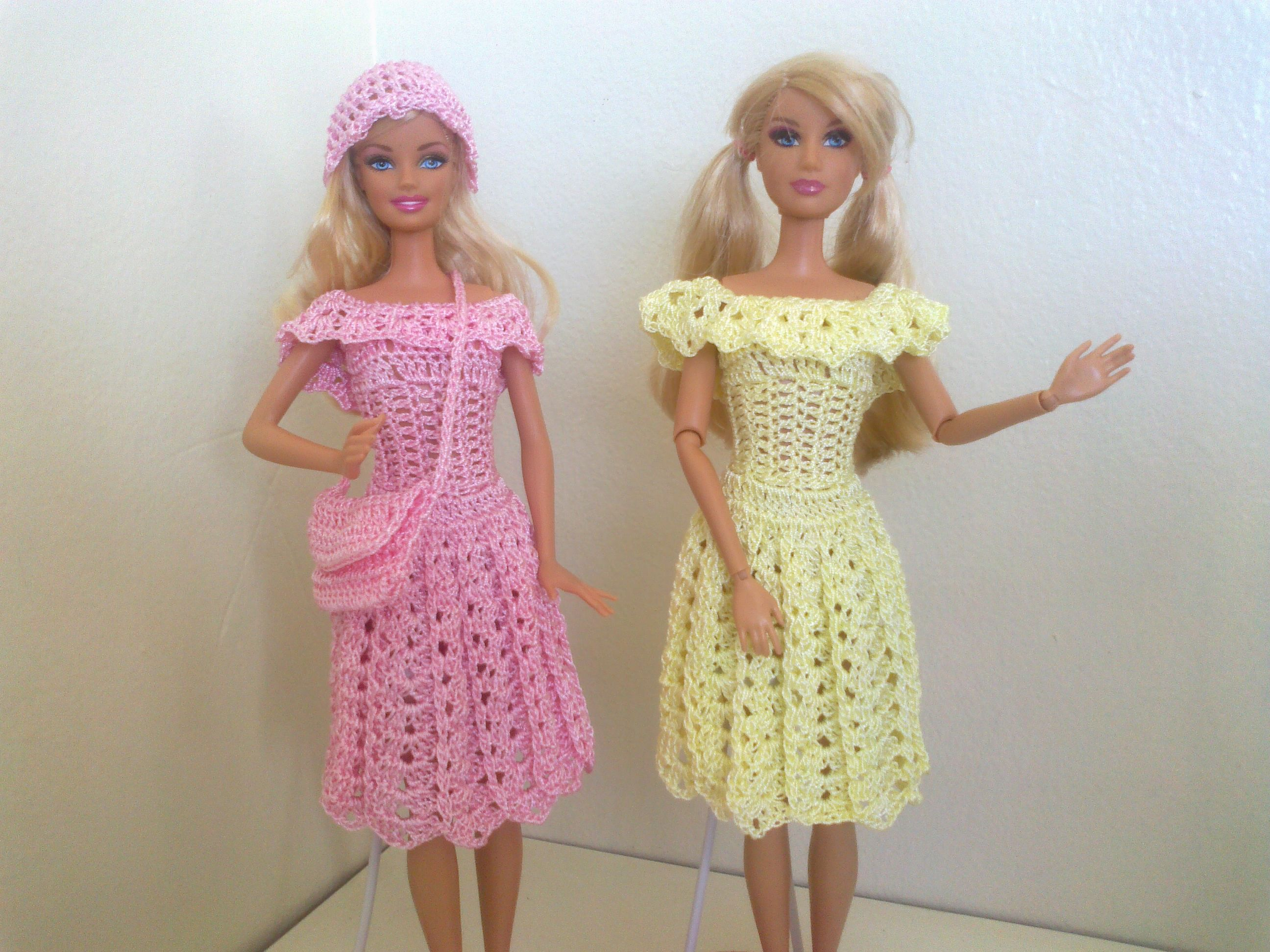 Vestido de passeio com touca e bolsa. | Doll crochet | Pinterest ...
