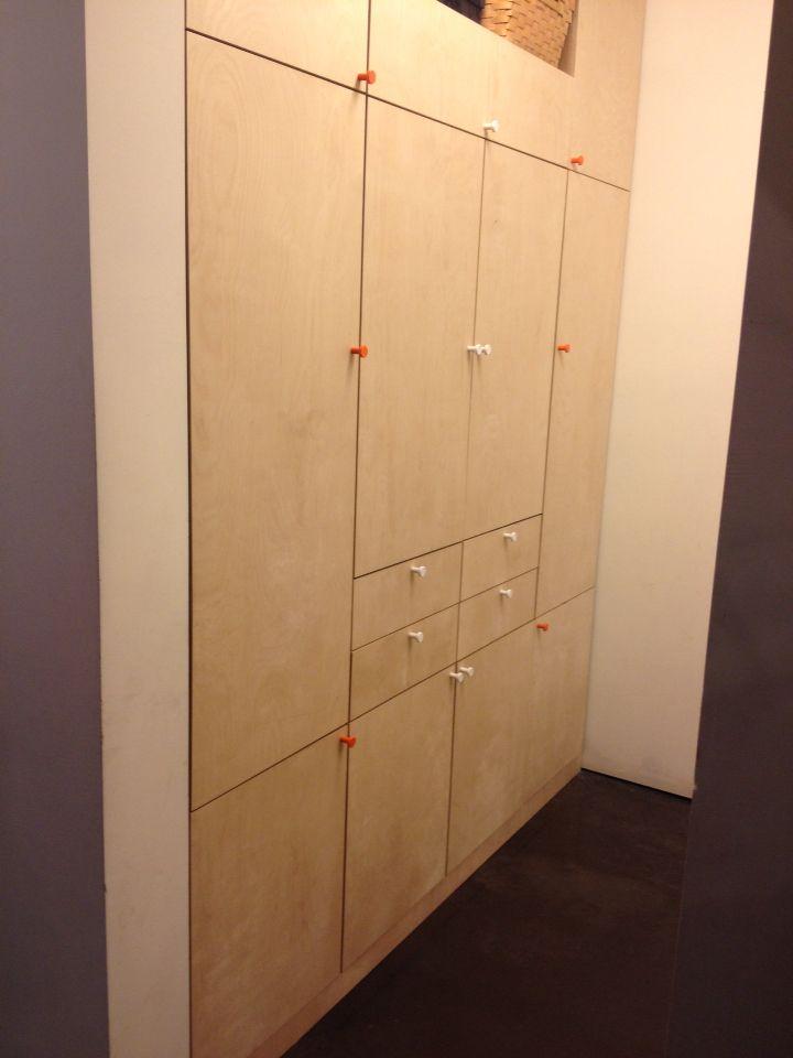 Schuifdeurkast Op Maat Ikea.Kast In Multiplex Berk Op Maat Gemaakt Met Deurknopjes Van Ikea