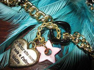 """""""l'amor che muove il sol e l'altre stelle""""...collana dorata con pendenti e pietre."""