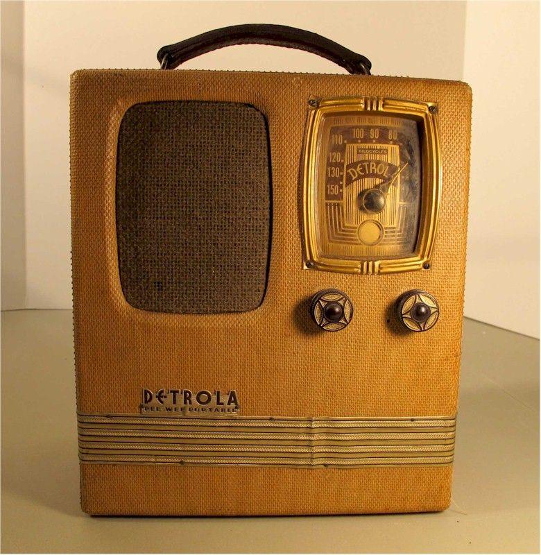 Detrola 282 Pee Wee Portable Sold At The Radio Attic Item Number 1340009 Vintage Radio Antique Radio Old Radios