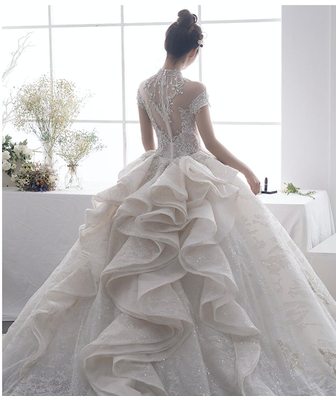 Atemberaubendes Brautkleid mit Volant Rock, Glitzer ...