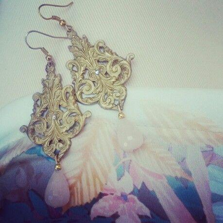 Vintage & retro deja vu collection. Orecchini mod. Giglio con quarzo rosa