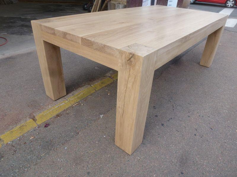 grande table de salle à manger , de chalet , neige , pieds poutre en