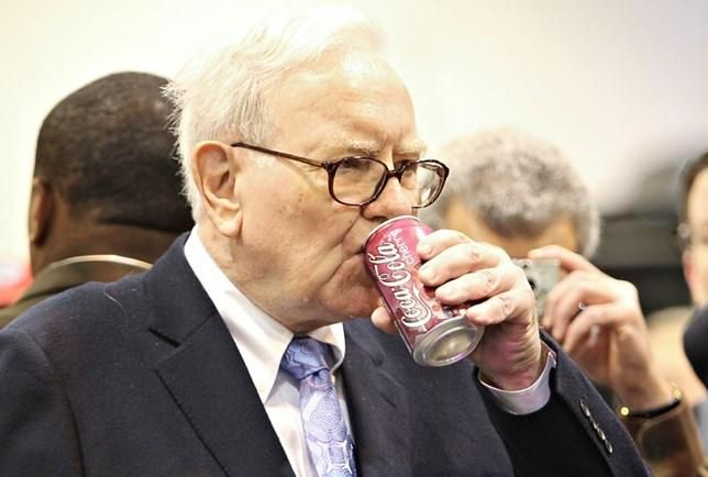 """Investidores que gastaram US$ 650 mil por um almoço com Buffett: """"valeu cada centavo"""""""
