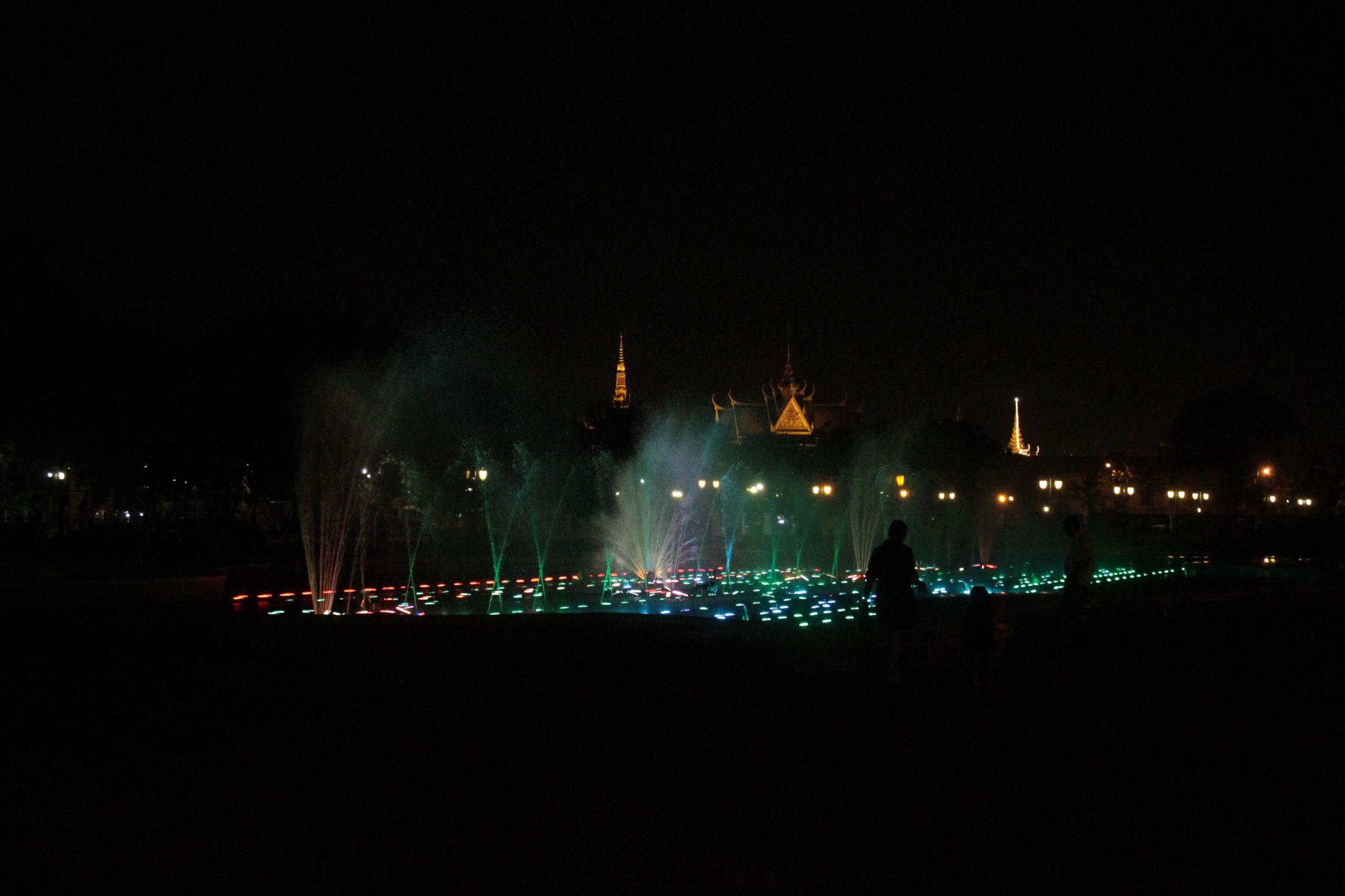 El palacio de Phnom Penh de noche