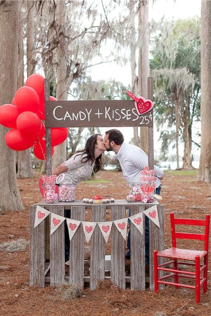Funny Kissing Booth Ideas For Your Wedding | Photo Booth