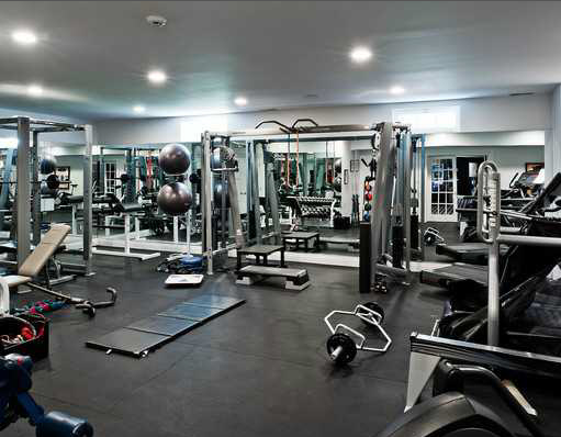 Nicely Equipped Home Gym The Boys Would Like This Man Style Gym Home Gym Design Dream Home Gym Home Gym Garage
