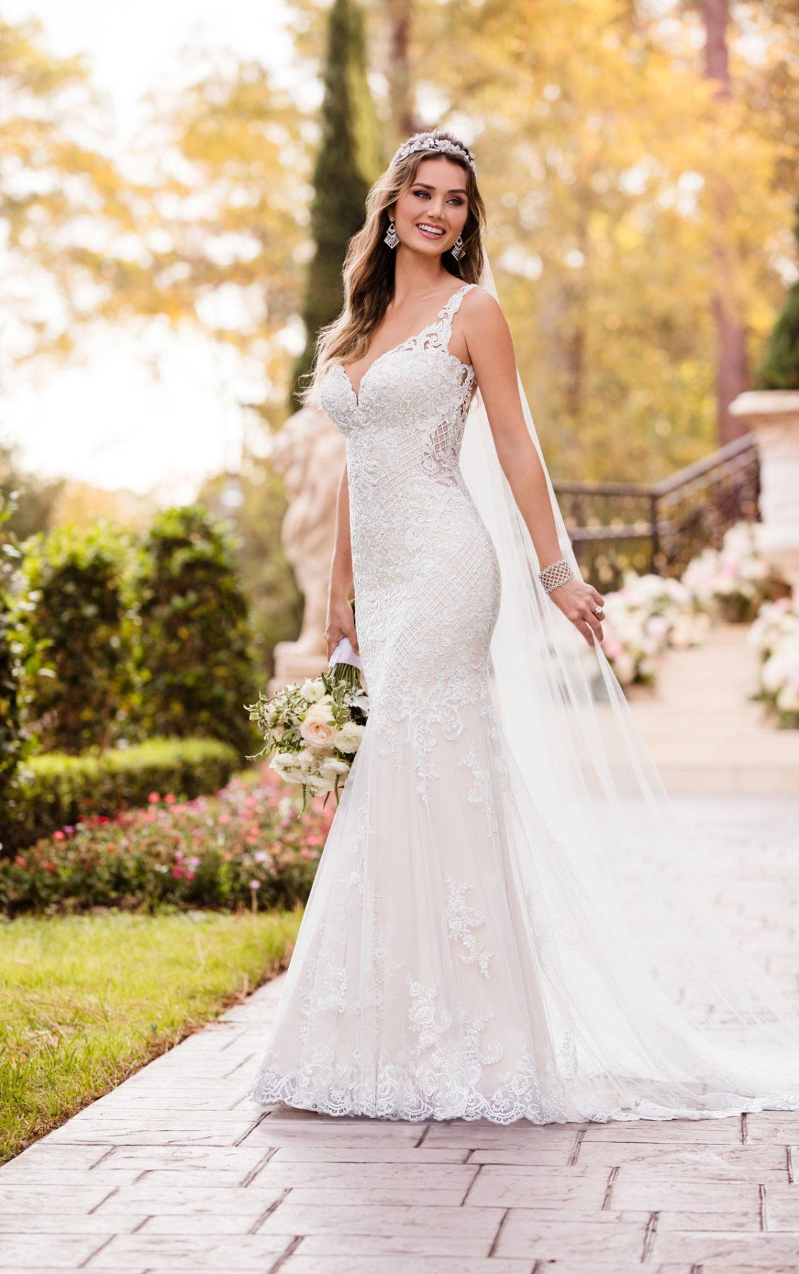 Vintage Wedding Dresses Curve Hugging Vintage Wedding Gown Stella York Wedding Dresses Lace Stella York Wedding Dress Wedding Gowns Vintage