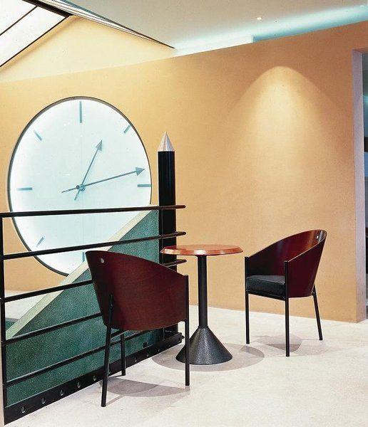 caf costes et son c l bre fauteuil trois pieds la l gende qui a lanc philippe starck. Black Bedroom Furniture Sets. Home Design Ideas