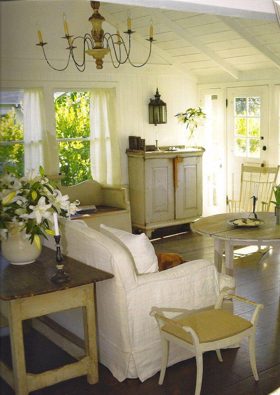cottage living room in white cottage dreams pinterest cottage rh pinterest co uk