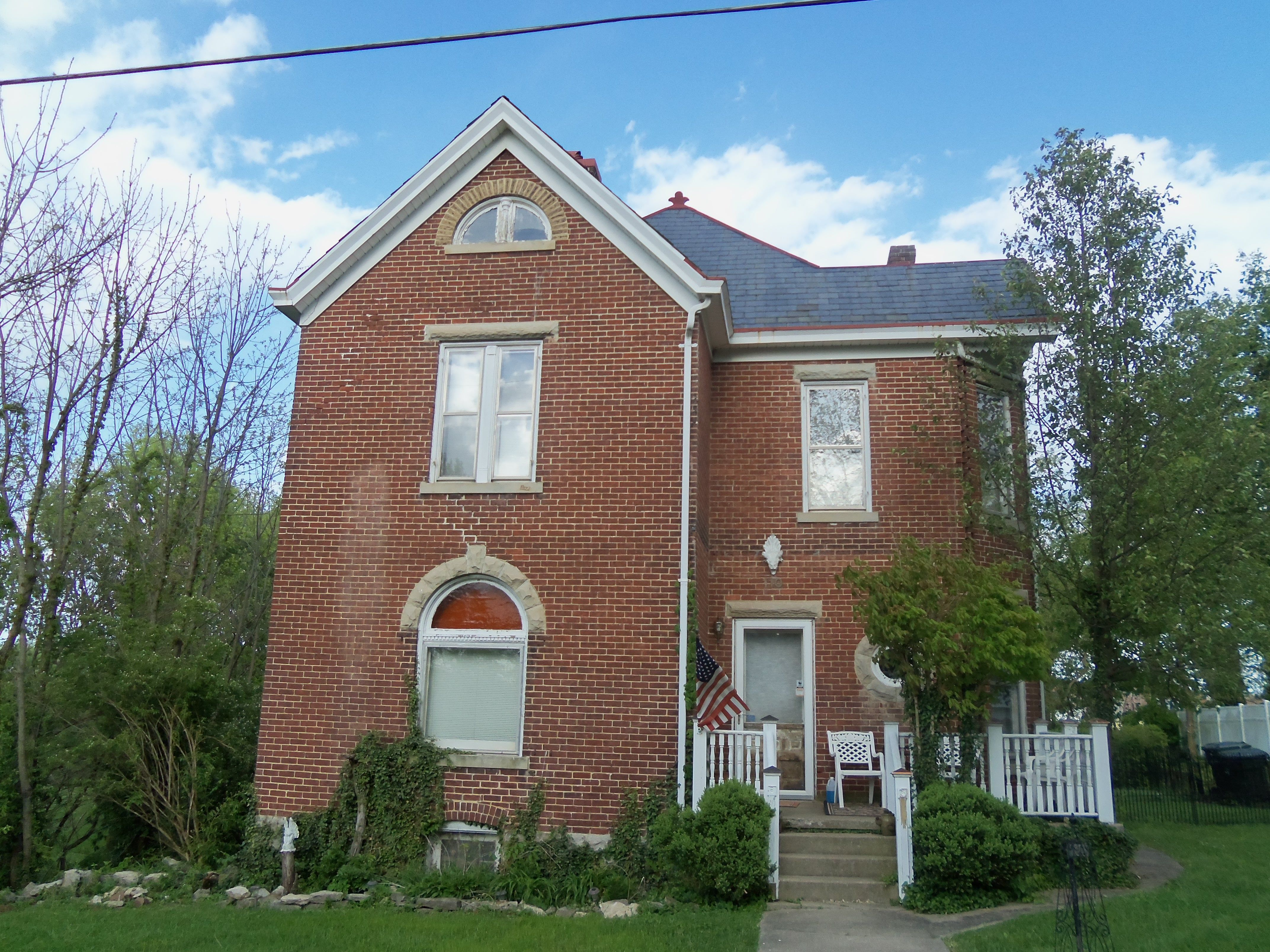 House at 110 kelly avenue ky built early