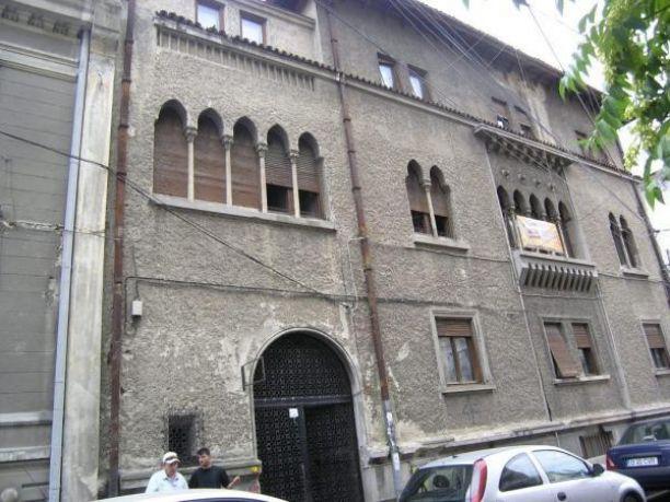 Vila arhitectura deosebita, compusa din 26 camere in zona Romana http://www.imopedia.ro/anunt/vila-in-bucuresti-romana-357RUN3125.html