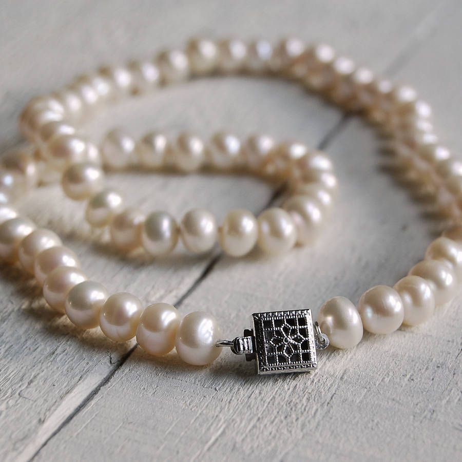 309cf807c Vintage Style Square Clasp Pearl Necklace | Cool | Pearls, Pearl ...