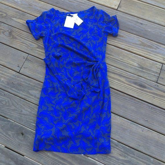 SALE‼️ Iconic Silk Dress by Diane Von Furstenberg Beautiful dress for any occasion Diane von Furstenberg Dresses Midi