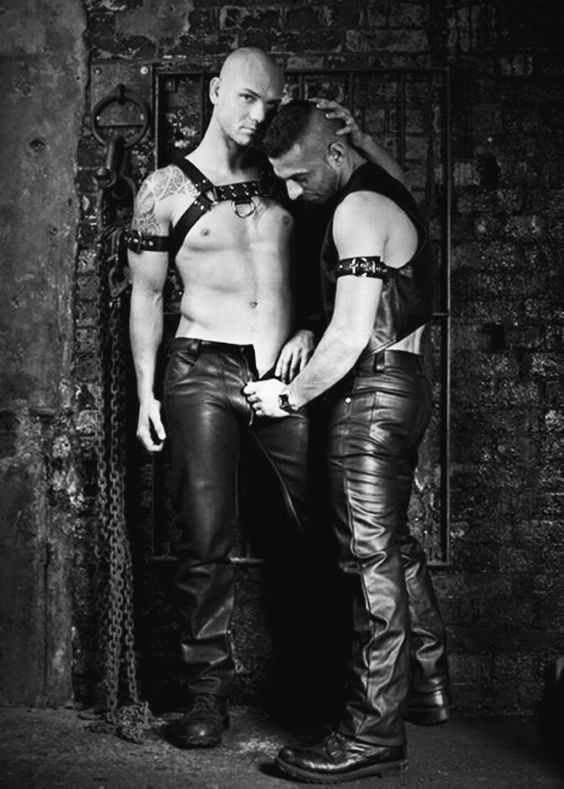 dejta på nätet leather bondage