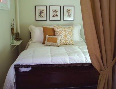 Decorology Gorgeous But Small Bedrooms That Are Creative With Space Tiny Bedroom Small Bedroom Small Bedroom Storage