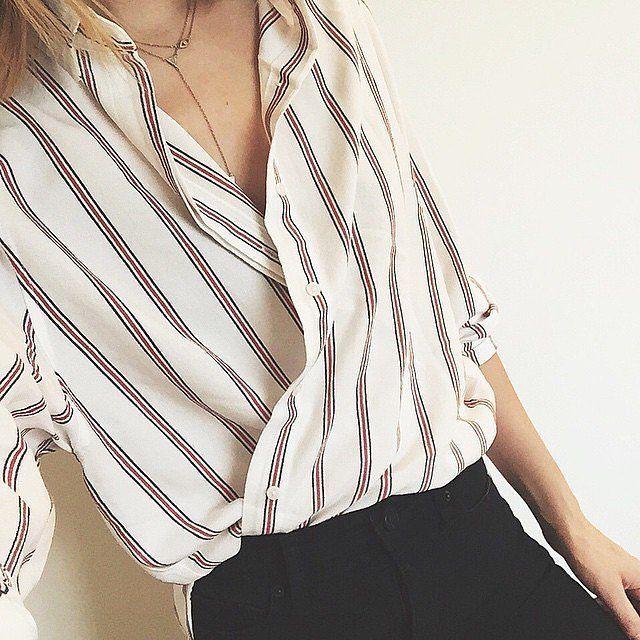 Niet iedereen weet dat je kledingstukken vaak op verschillende manieren kan dragen. Het is leuk om je klant met behulp van deze tips te stylen en hem of haar wat stylingtips mee te geven. Hier vind je een aantal handige trucs!