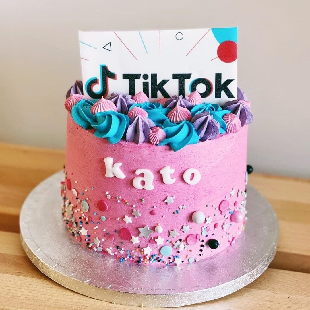13 Cute Tik Tok Cake Ideas Some Are Absolutely Beautiful Unique Birthday Cakes Twin Birthday Cakes Creative Cake Decorating