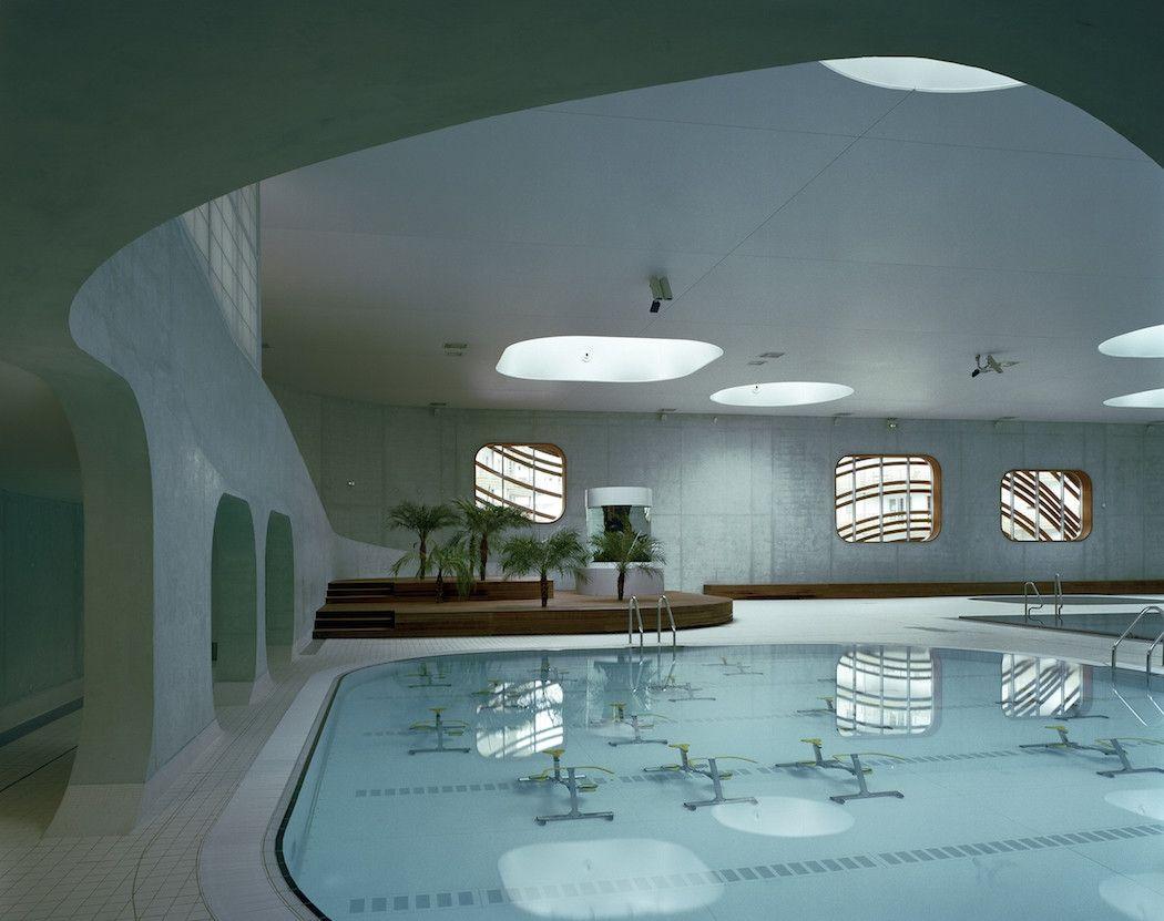 """À Issy-les-Moulineaux, Mikou Studio et Laurence Dujardin ont créé un piscine basée sur """"l'art ancestral du vent et de l'eau""""."""