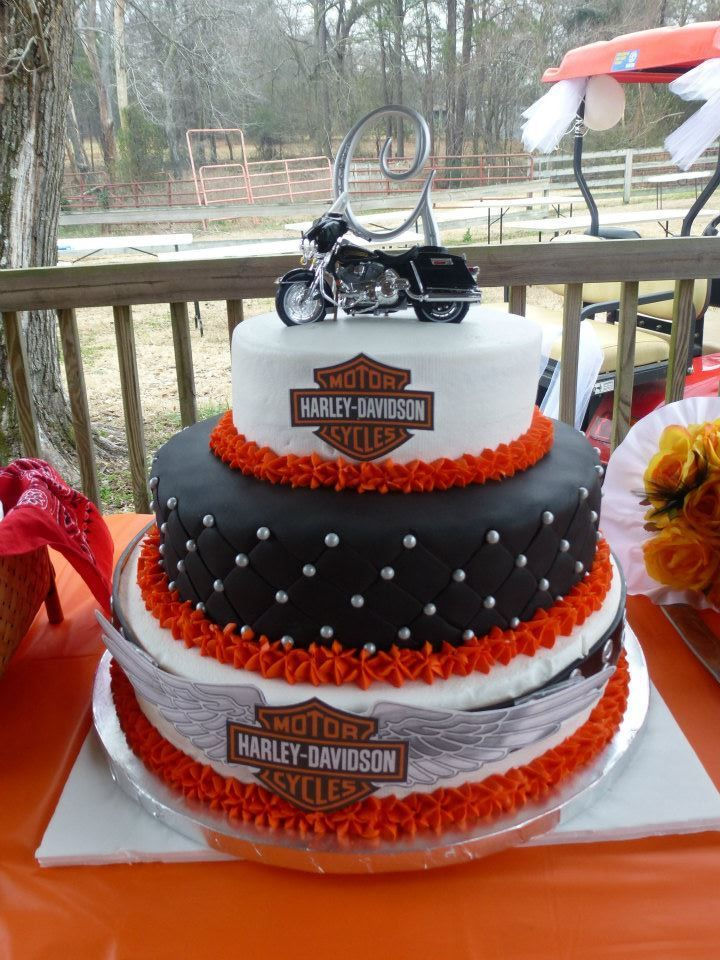 Harley Davidson Wedding CakeI Like The Initial At Top Of Motorcycle