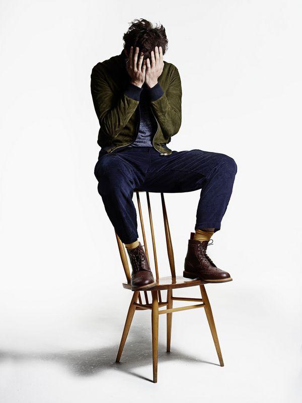 La collezione a/i 2015-16 di Oliver Spencer, tra testimonial speciali, sedie preferite e abbigliamento maschile in perfetto stile british. #martinabriotti #OliverSpencer #Rankin #stefanoguerrini #webelieveinstyle