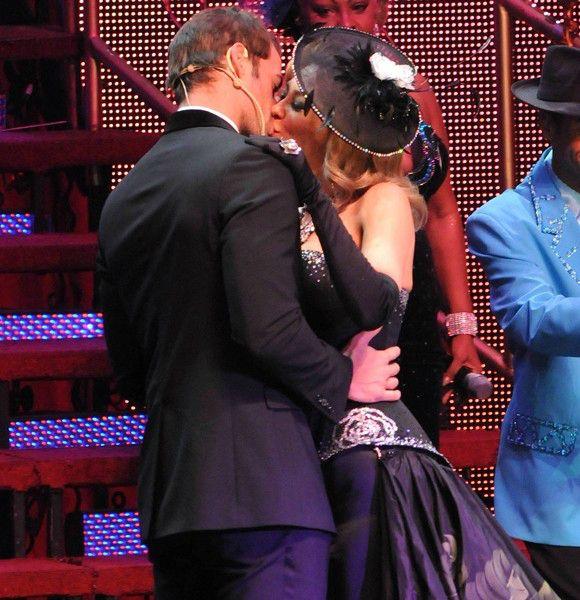 """Este también es un beso actuado pero ¡qué suerte tuvo Aracely Arámbula cuando William Levy la besaba en la escena final de la obra """"Perfume de Gardenia""""!"""