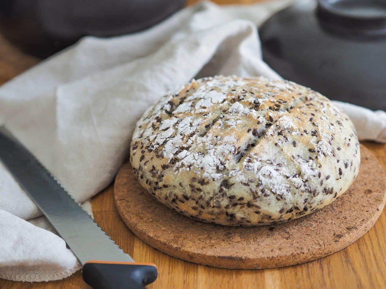 Herkullinen Gluteeniton Pataleipä leivotaan samalla tavalla kuin perinteinen pataleipä. Nauti rapeasta kotitekoisesta leivästä!