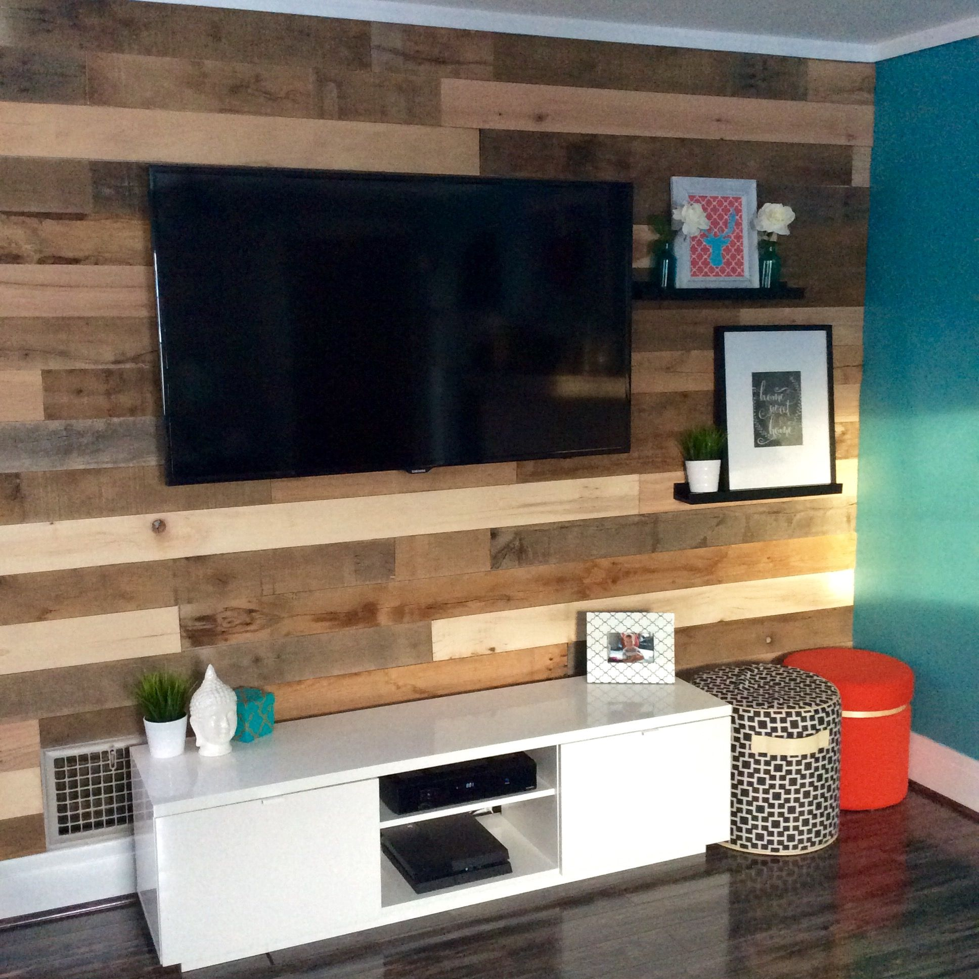Hgtv Reclaimed Wood Wall Tv Mount Pallet