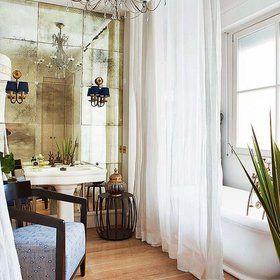 Cuarto de baño romántico decorado con estilo clásico