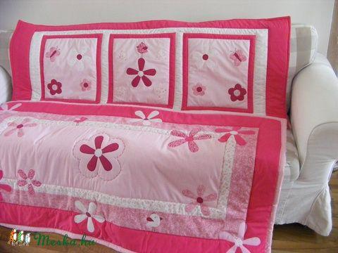 Pink patchwork takaró, falvédő virág, és pillangó mintával ...