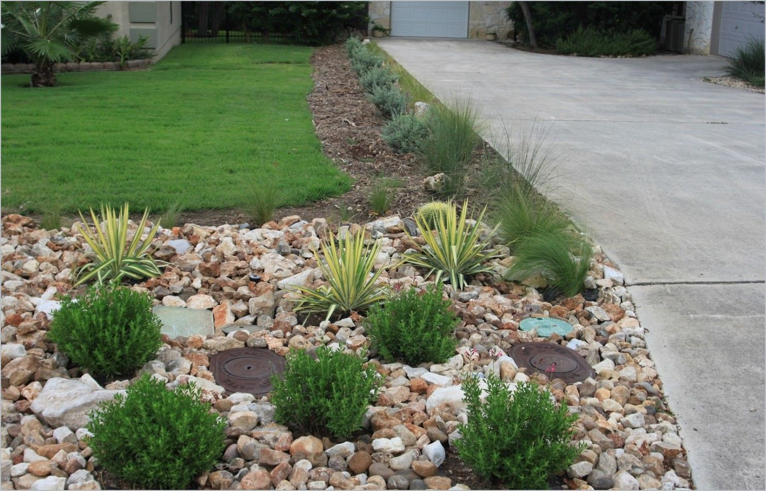 Small Desert Landscaping Ideas For Front Yard Easy Driveway Gallery Front Lawn Landscaping Small Front Yard Landscaping Landscaping With Rocks