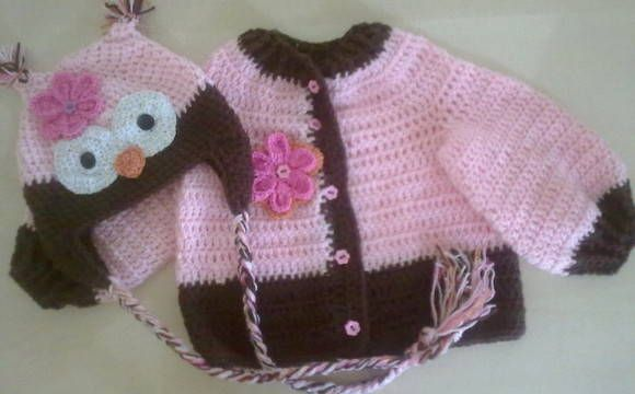 Lindo conjunto em lã feito em crochê para meninas! Sendo usadas lãs anti alérgicas, macia, cores e detalhes a combinar. Necessário fornecer tamanho e medidas da criança R$ 102,84