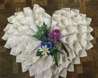 valentine 39 s paper wreath von maddhatterstudio auf etsy basteln pinterest papier basteln. Black Bedroom Furniture Sets. Home Design Ideas