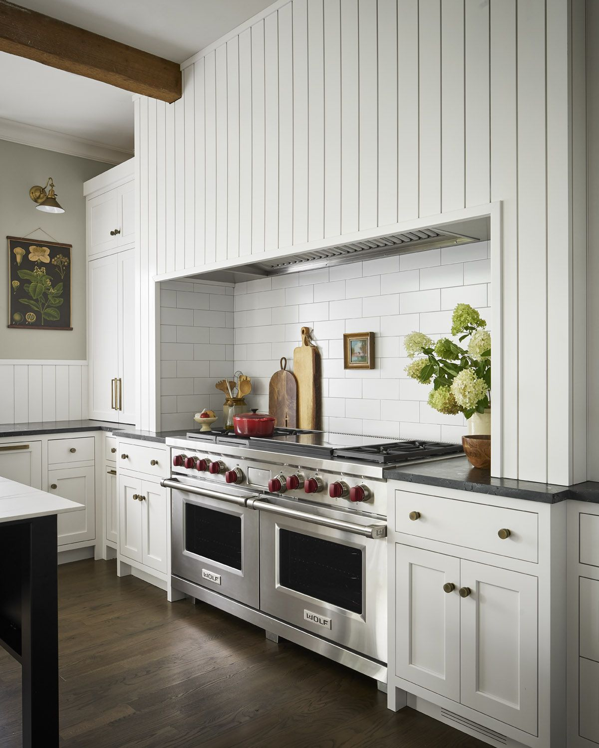 A Contemporary Country Style Kitchen In Chicago Rue Kitchen Redesign Country Style Kitchen Kitchen Styling