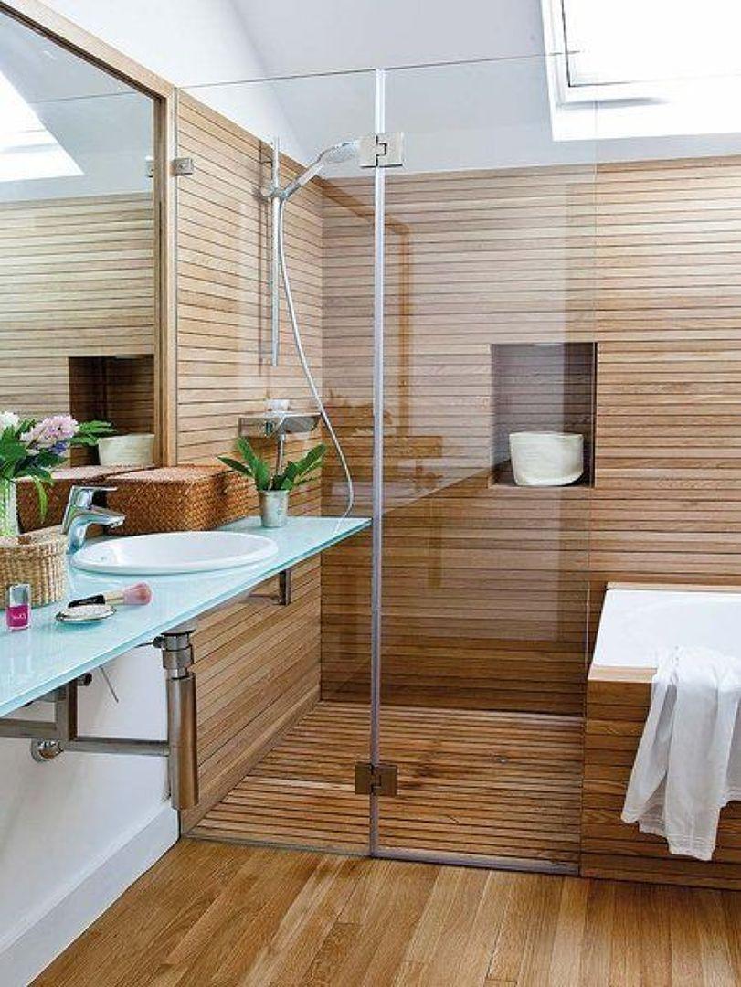 Ducha con revestimiento de madera ba o ducha y ba era for Banos modernos con banera