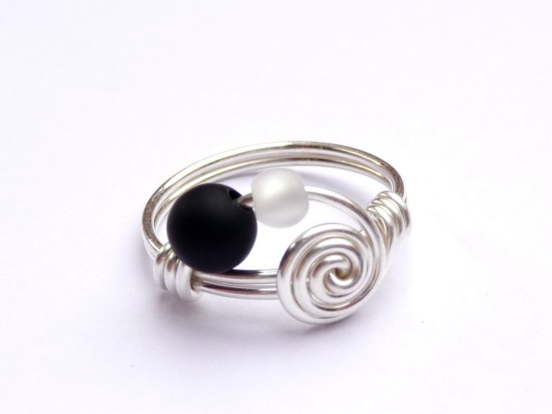 beautiful ring handmade out of silverwire with copper core and gleaming polarisbeads just let. Black Bedroom Furniture Sets. Home Design Ideas