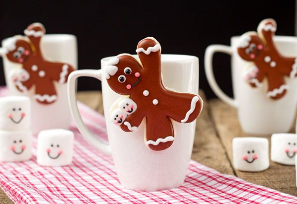 Gingerbread Men Coffee Cup Cookies thebearfootbaker.com