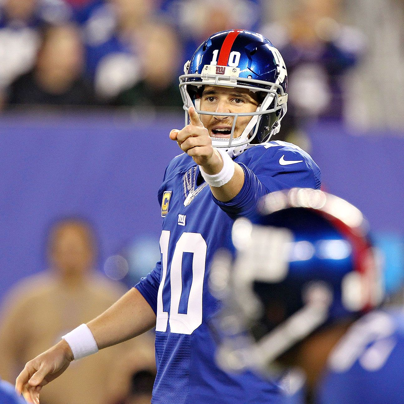 Giants' Manning disputes highestpaid report New york
