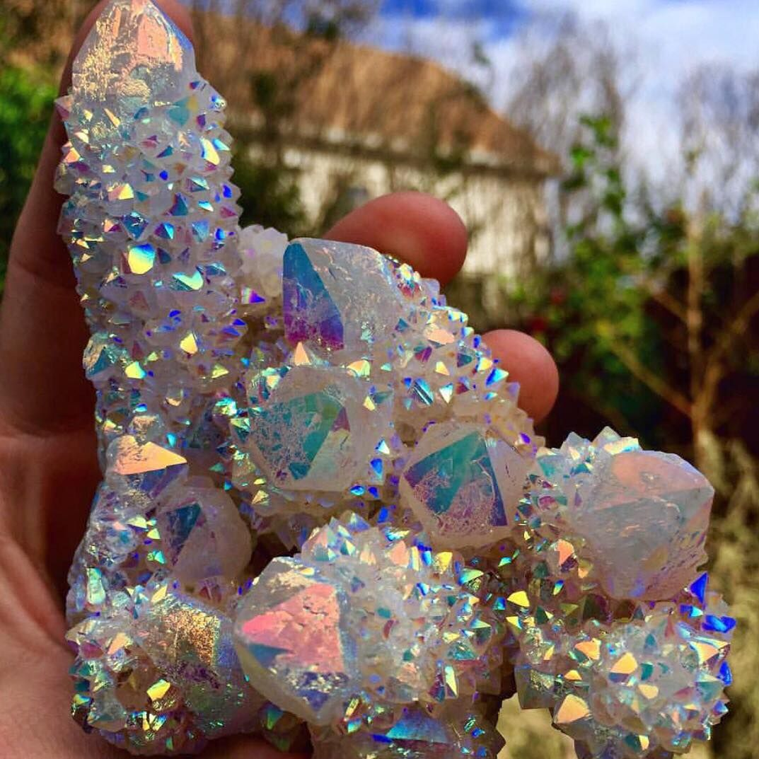 "@crystal.tribe auf Instagram: ""In love with this gorgeous Angel Aura Spirit Quartz cluster  photo via @crystalwooood """