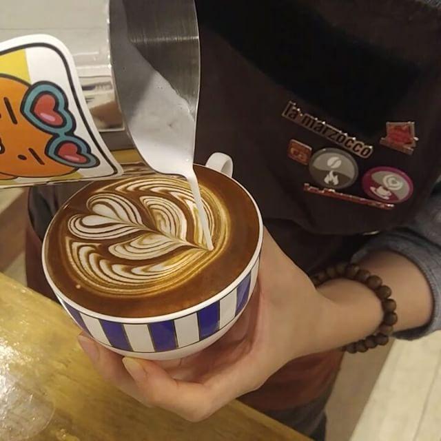 수업준비  #군산 #커피 #라떼 #라떼아트 #튤립 #coffee #latte #latteart #tulip #라떼동영상 #lattevideo #못난커피 #uglycoffee  를 해야하는구나...