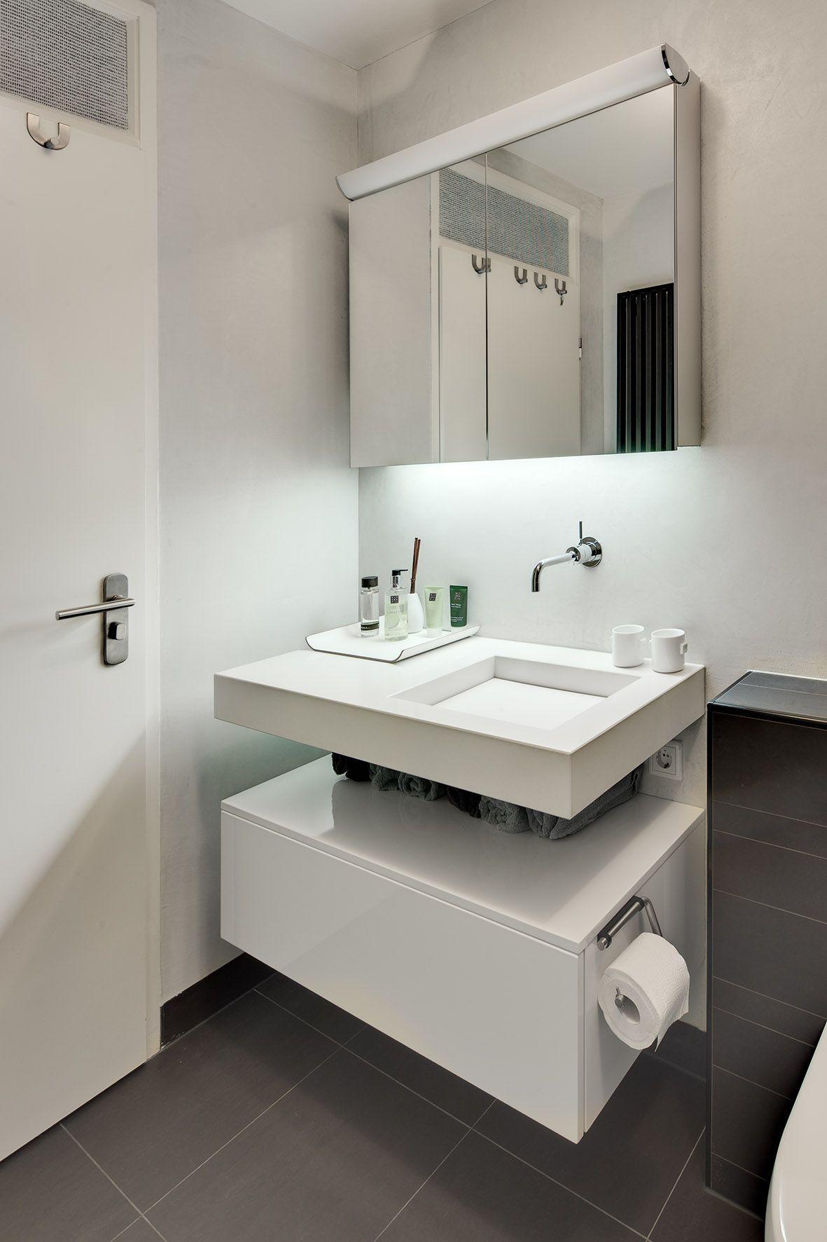 deze kleine badkamer is efficià nt ingericht waardoor er een groots