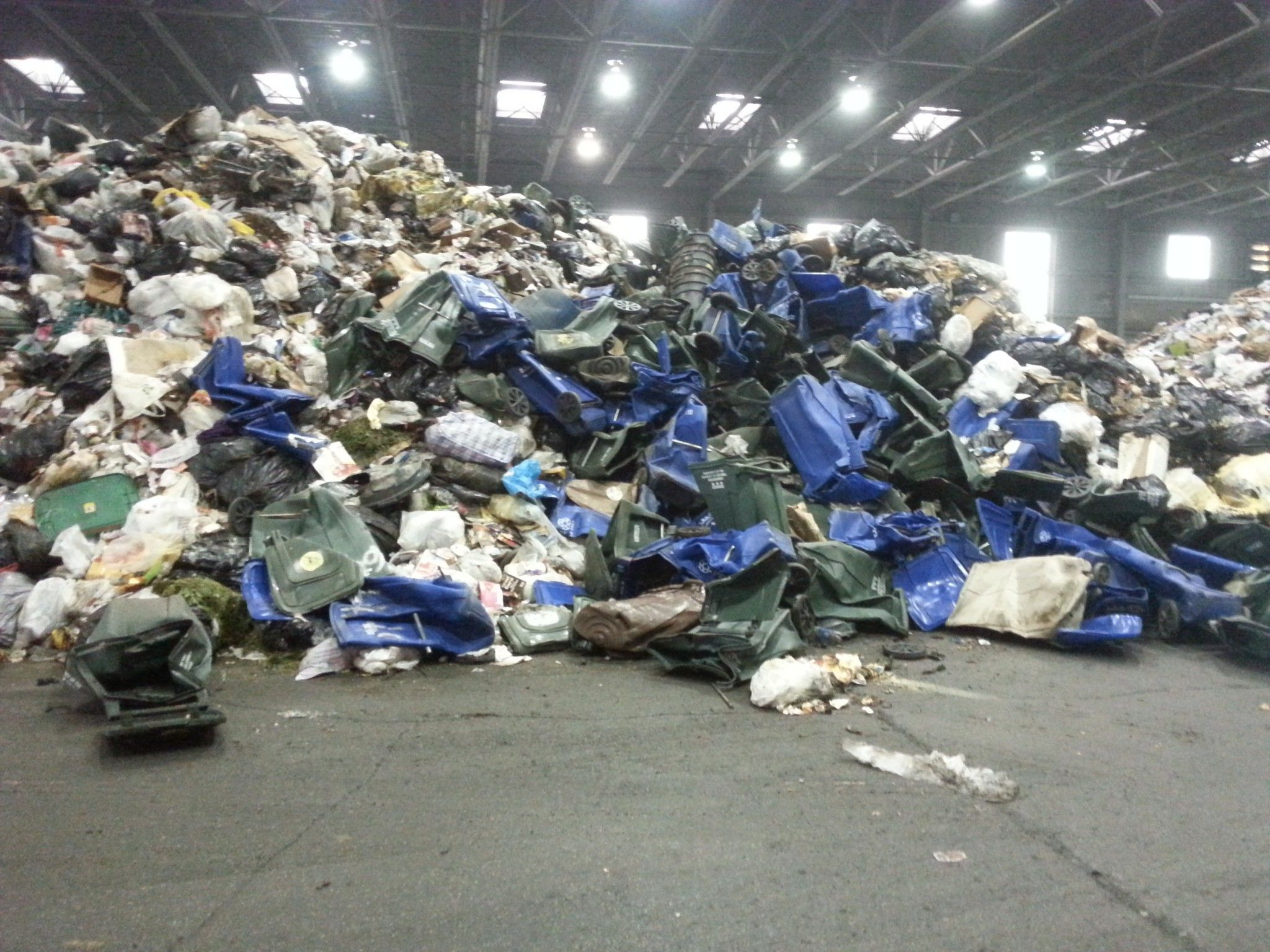 trashrefuse incinerationrecycling Full-service class b recycling facility | accepts leaves, brush, tree limbs, stumps, logs | high quality mulch | dyed black mulch | topsoil available.