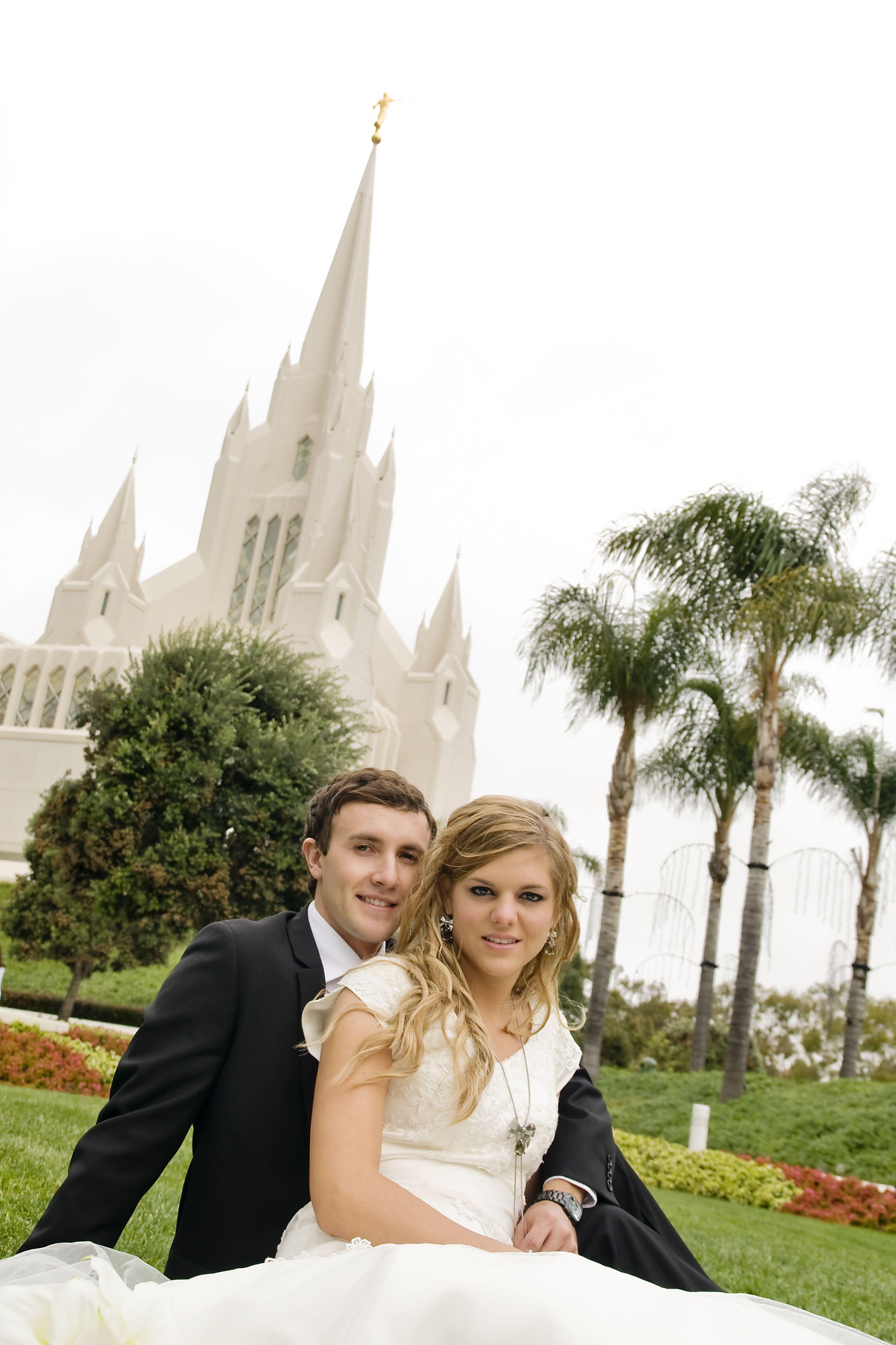 krystal & ty on san diego temple lawn on wedding day | krystal's
