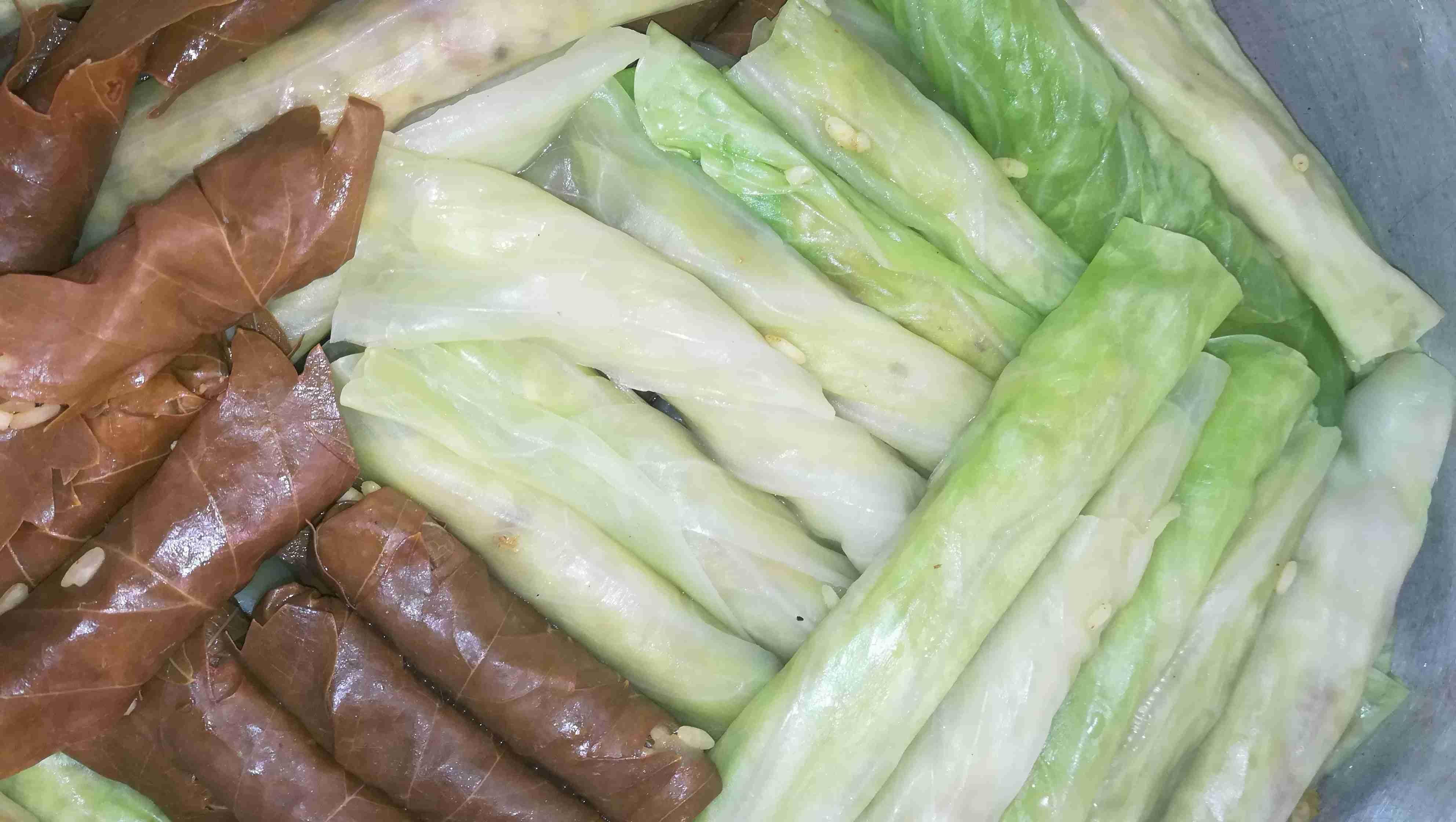 ملفوف مع لحمه وورق دوالي ورق عنب زاكي Middle Eastern Recipes Food Recipes