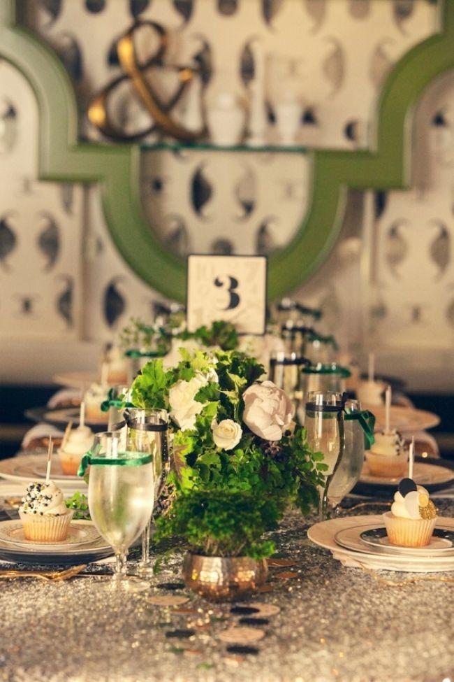 Tischdeko In Den Farben Grun Weiss Und Gold Winterhochzeit An