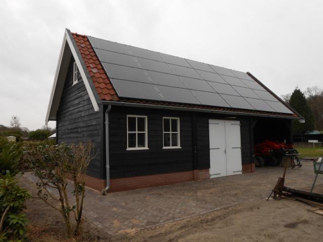 1 landelijke houten schuur met garage en zonnepanelen for Garage 40m2