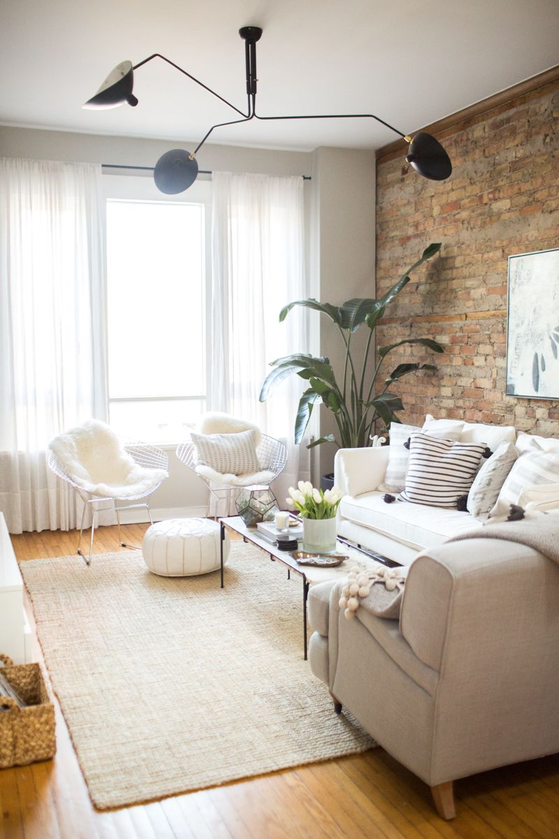 ladrillo a la vista en casa | white couches, exposed brick and chicago