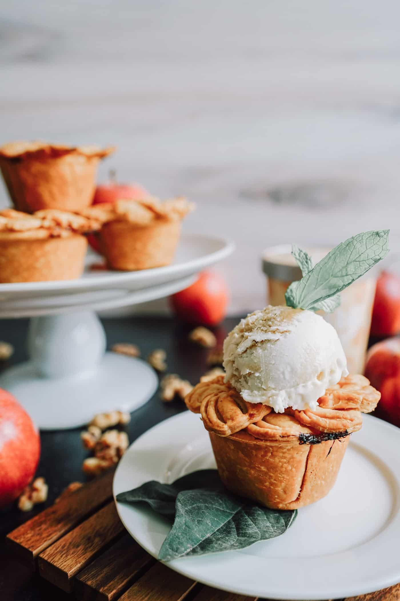 The Best Mini Vegan Apple Pie Recipe Recipe In 2020 Vegan Apple Pie Recipe Vegan Dessert Recipes Easy Vegan Thanksgiving Dessert