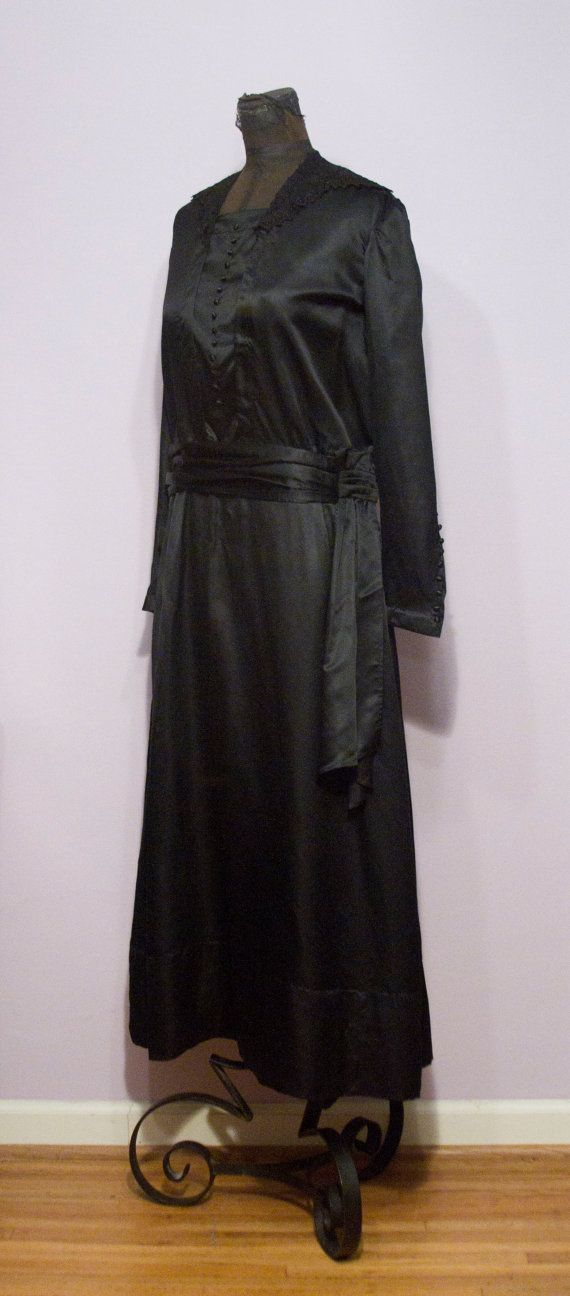 1920 S Black Mourning Dress With Lace Collar Mourning