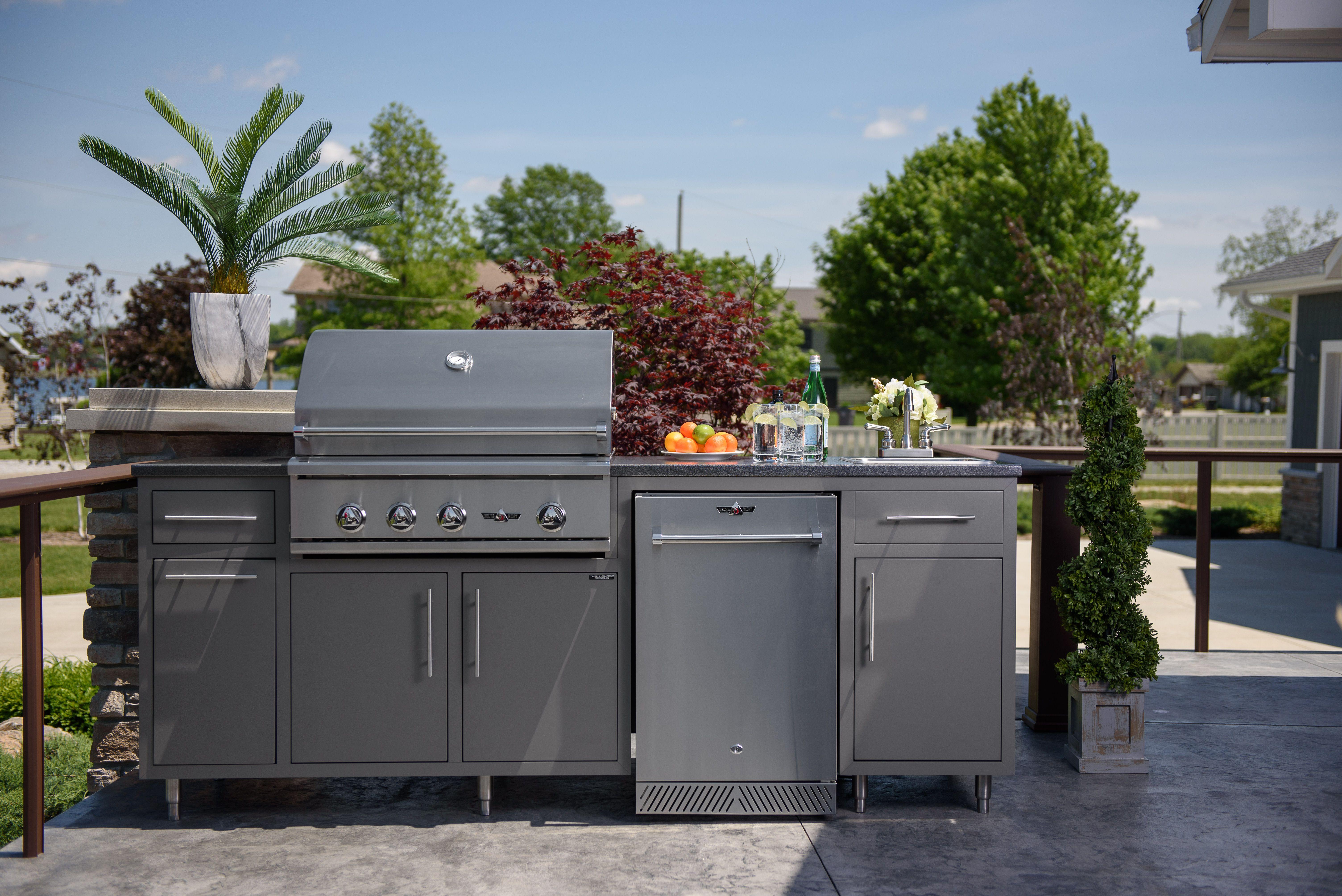 Outdoor Rooftop Kitchen In 2020 Outdoor Kitchen Cabinets Outdoor Kitchen House Designs Exterior